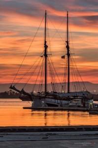 tramonto sul porto grande